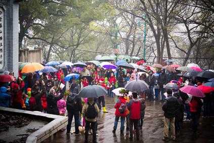 Trotz des Regens war die Kirche fast zu klein für alle Besucher