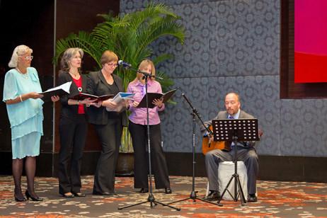 Der DCGS Singkreis wurde von Herr Köhler begleitet.