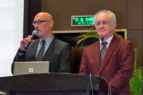 Dr. Schrimpf und Herr Lauck, Schulleiter der Deutschen Schule Pudong und Puxi