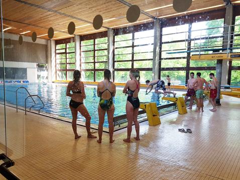 Auch in der Schwimmhalle war reger Übungsbetrieb festzustellen...