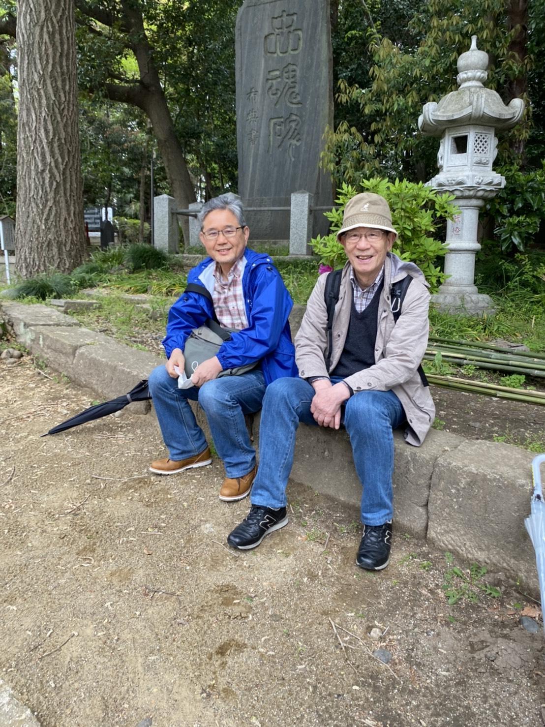 菅野主宰(向かって右側)と編集部の梅沢弘さん(撮影時にマスクを外してもらいました)