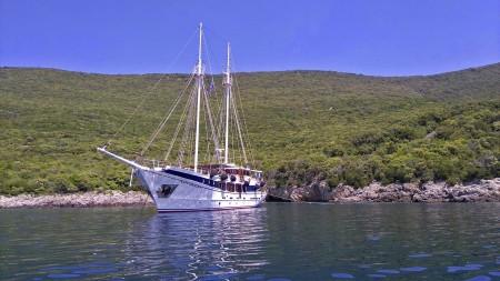 Blaue Reise in Kroatien, Segel-und Motorschiffe.