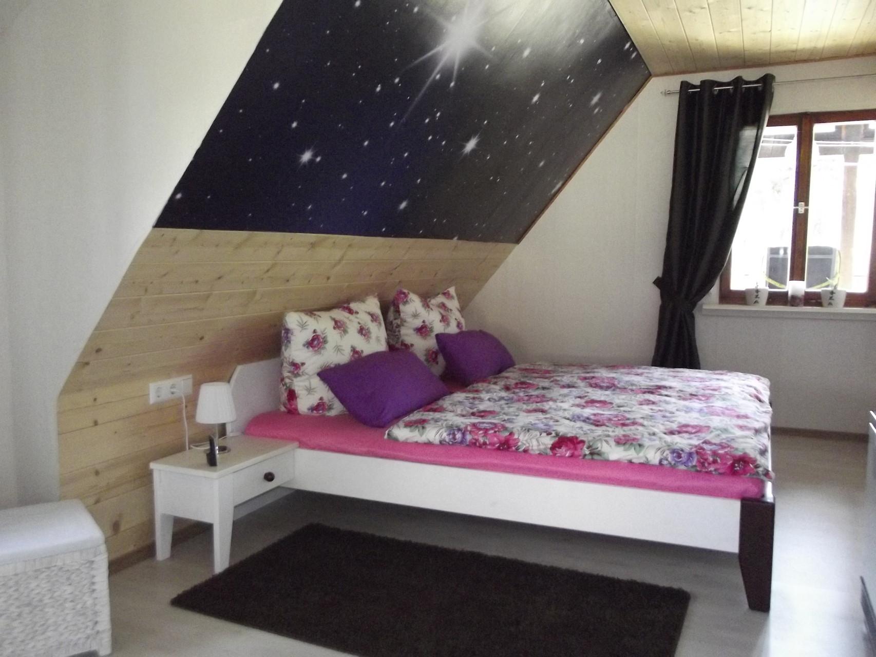 Dachwohnung: Schlafzimmer