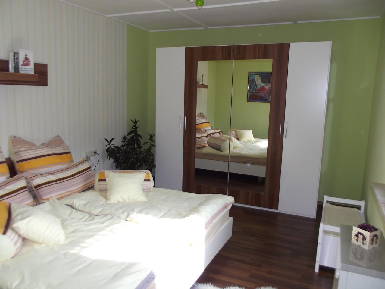 Hauptwohnung Parterre: Schlafzimmer