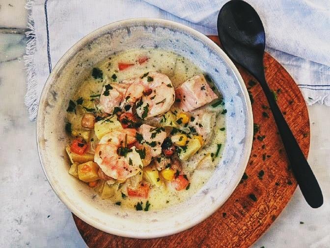 die Essklasse der alten Dorfschule - Urlaub für die Seele - #kochtopfreisenl - Irland - Irish Fish Stew mit Lachs und Garnelen