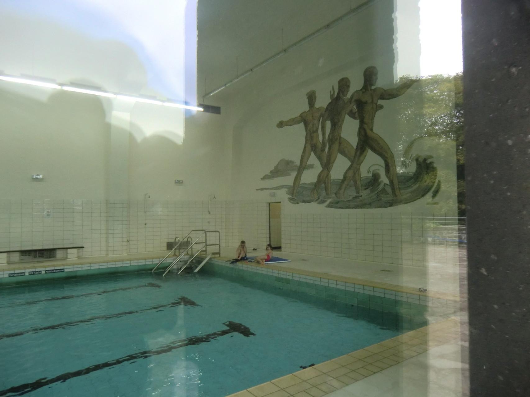 Schwimmbad der Ordensburg, heute öffentlich nutzbar