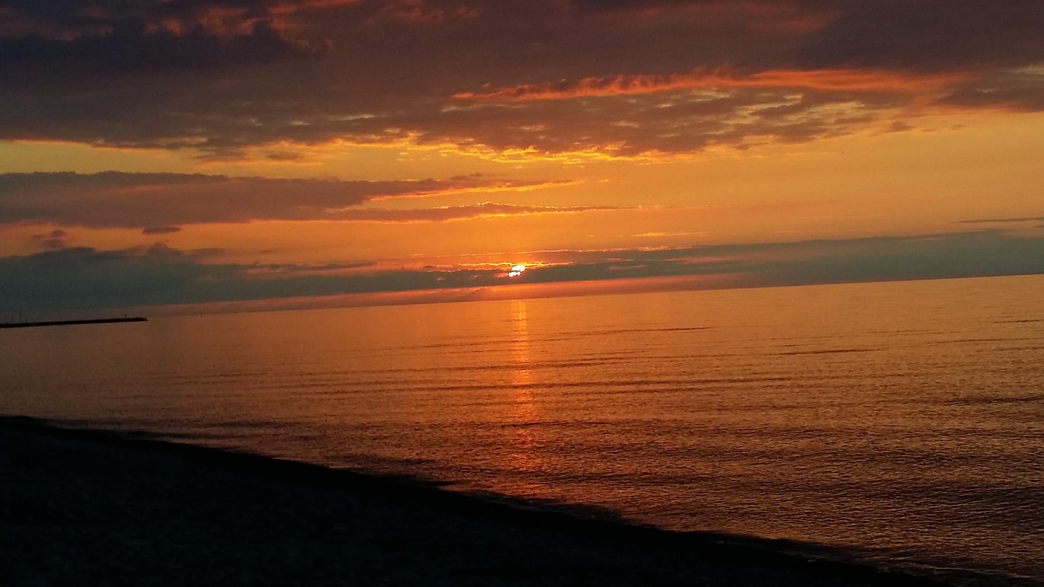 Sonnenuntergang am Sanddornstrand