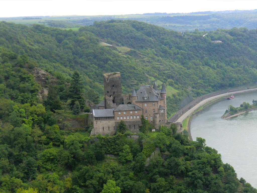 weiter zum 3-Burgen-Blick, hier die Burg Katz
