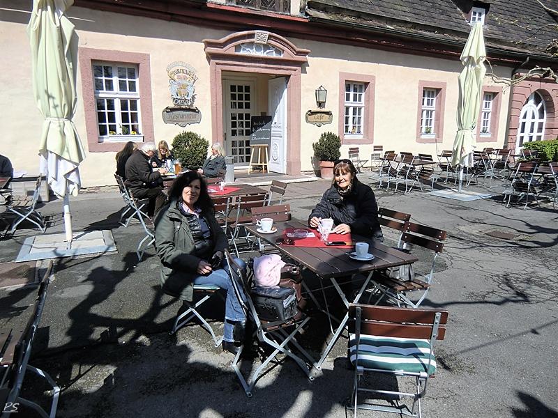 Kaffee vor Schloß Corvey
