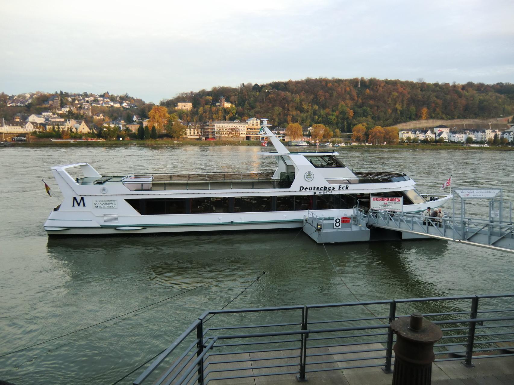 """Mit dem """"Schunkelschiff"""" eine Tour auf dem Rhein"""