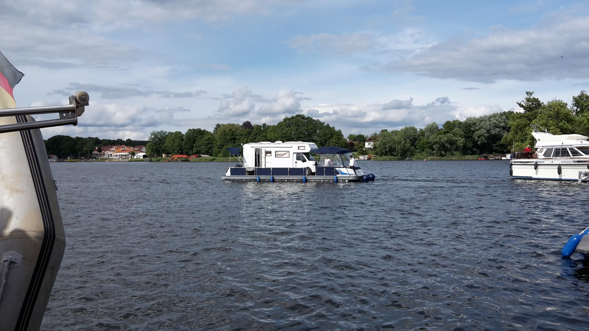 Auch das gibt es schon, Womo auf einem Boot
