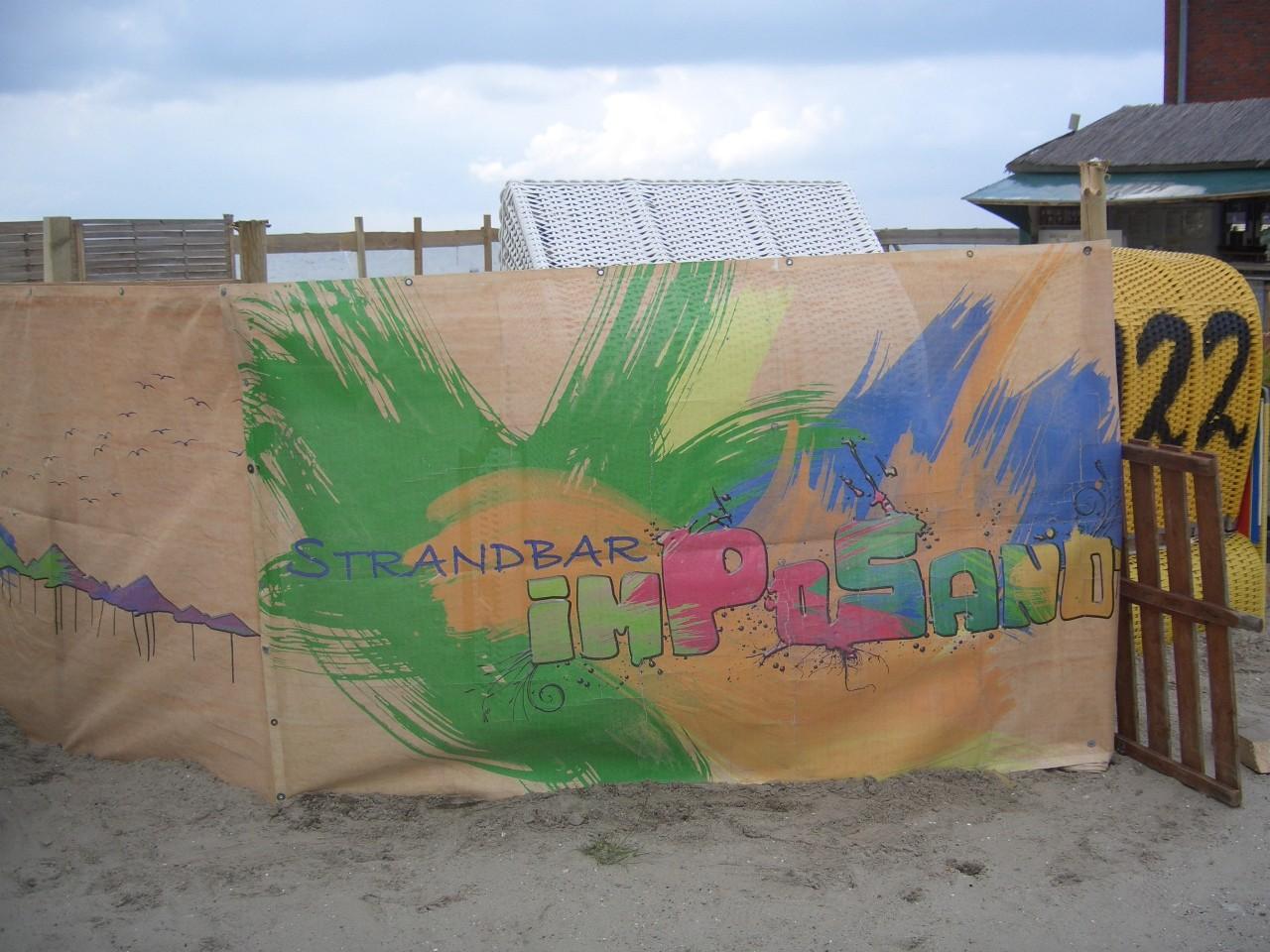 """Diese """"imPoSand""""e Bar fanden wir am Strand"""