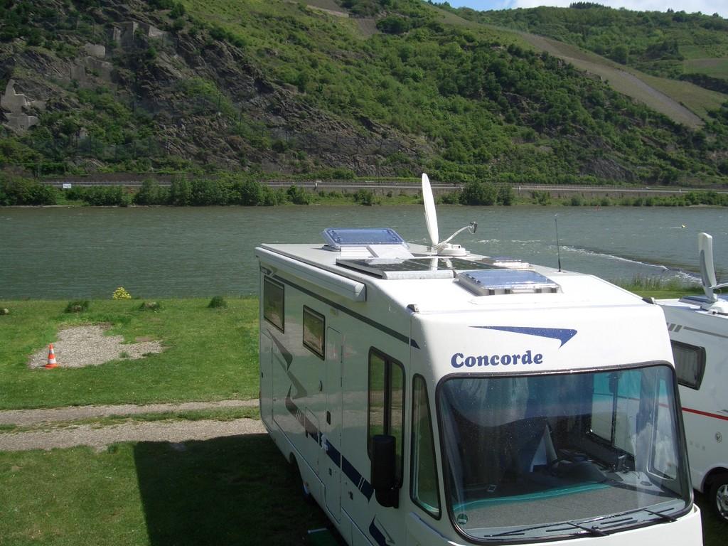 und direkt am Rheinufer gelegen