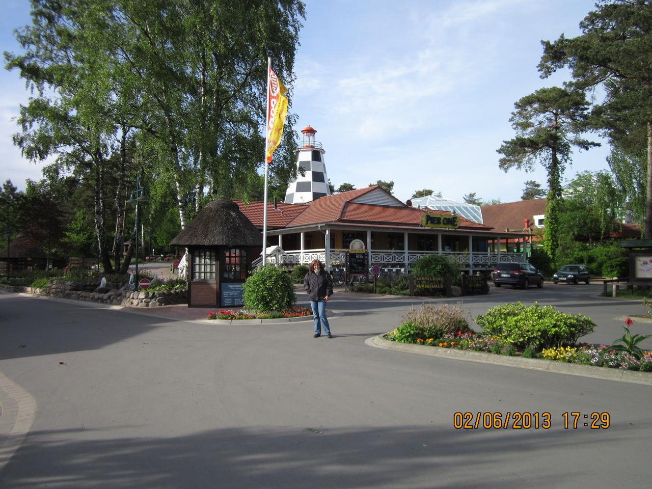 Der WoMo-SP befindet sich vor dem Campingplatz