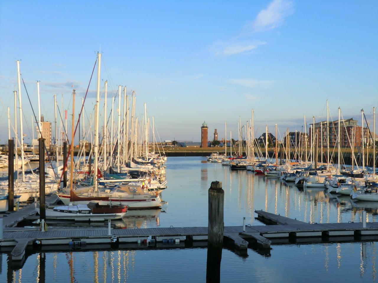 Sportboothafen direkt neben dem Womo-Stellplatz