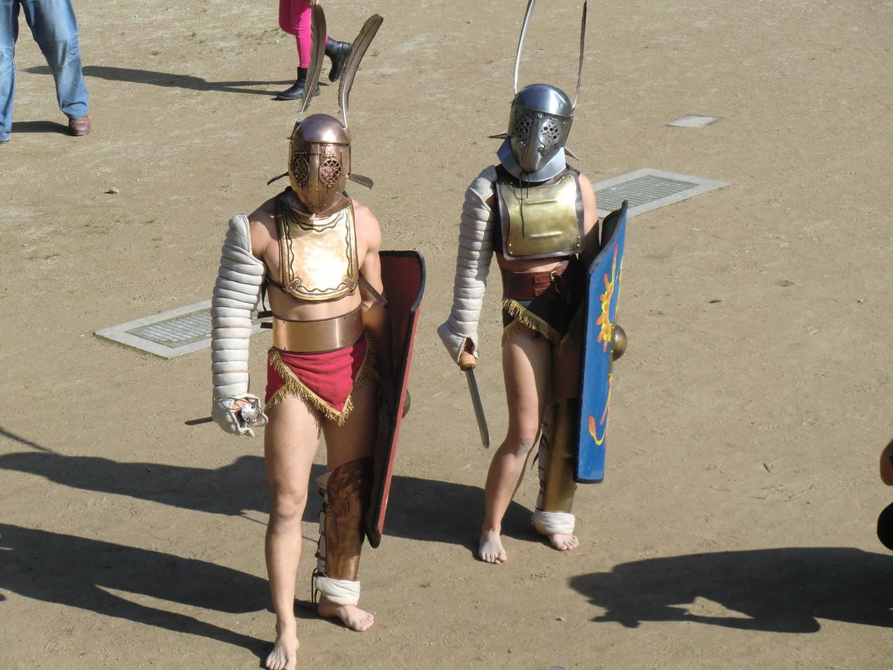 männlicher und weiblicher Gladiator