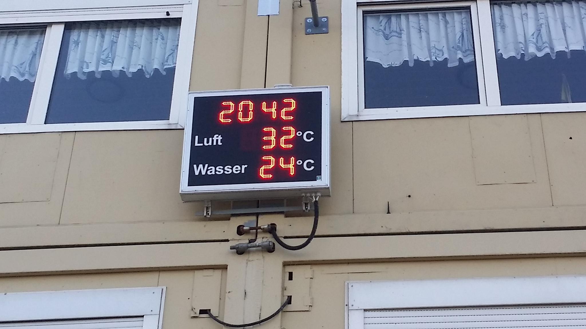 20:42 h noch 32°