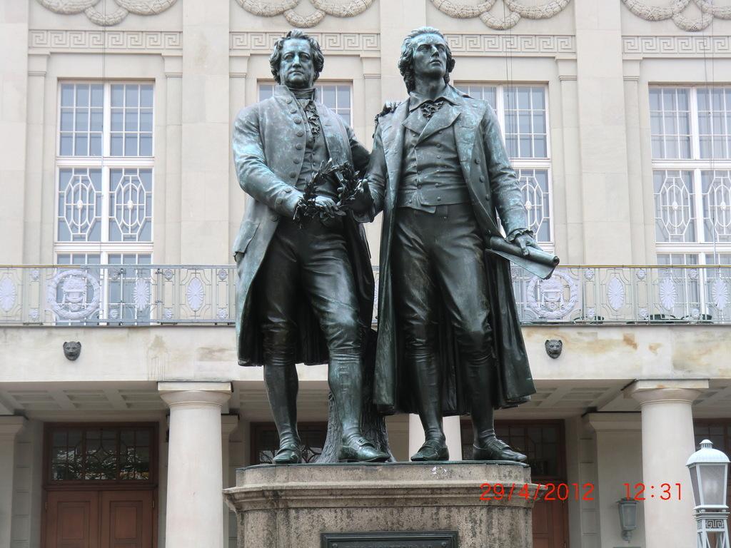 2. Ziel: Weimar   Goethe-Schiller-Denkmal