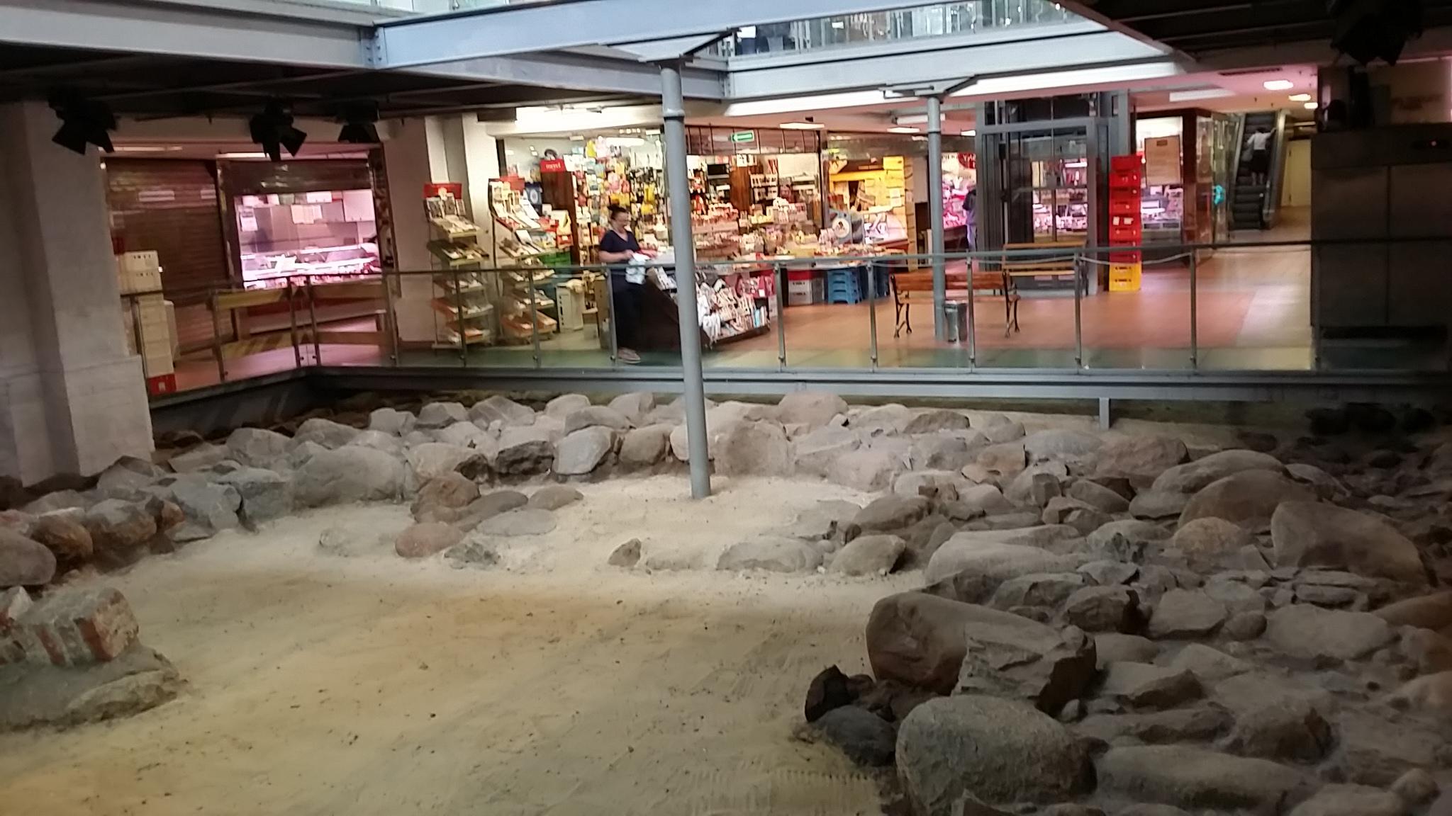 im Untergeschoß ärchäologische Ausgrabungen