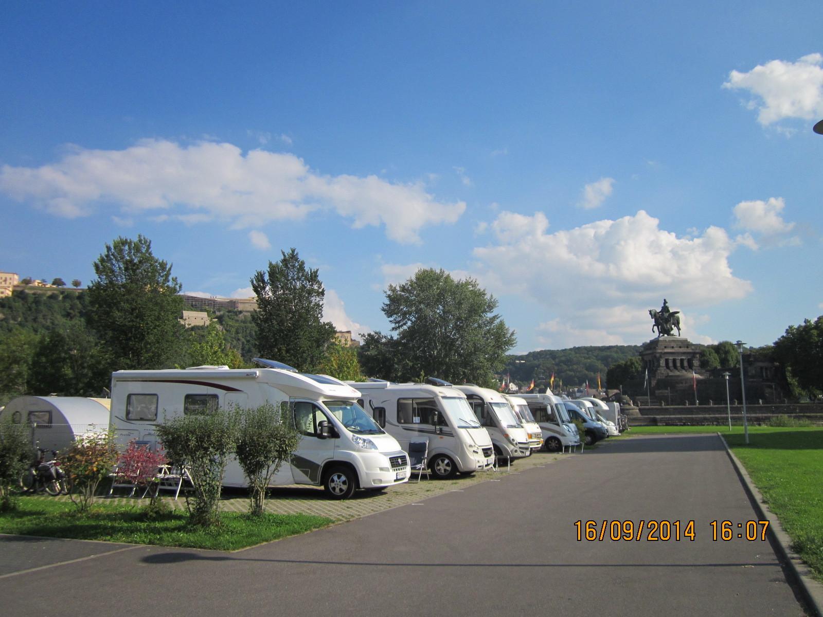 Womo Stellplatz vorm Campingplatz