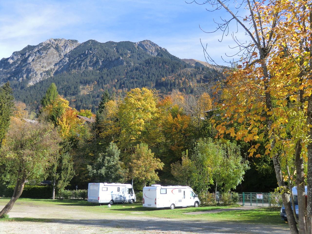 Stellplatz mit Rübi-Berg im Hintergrund