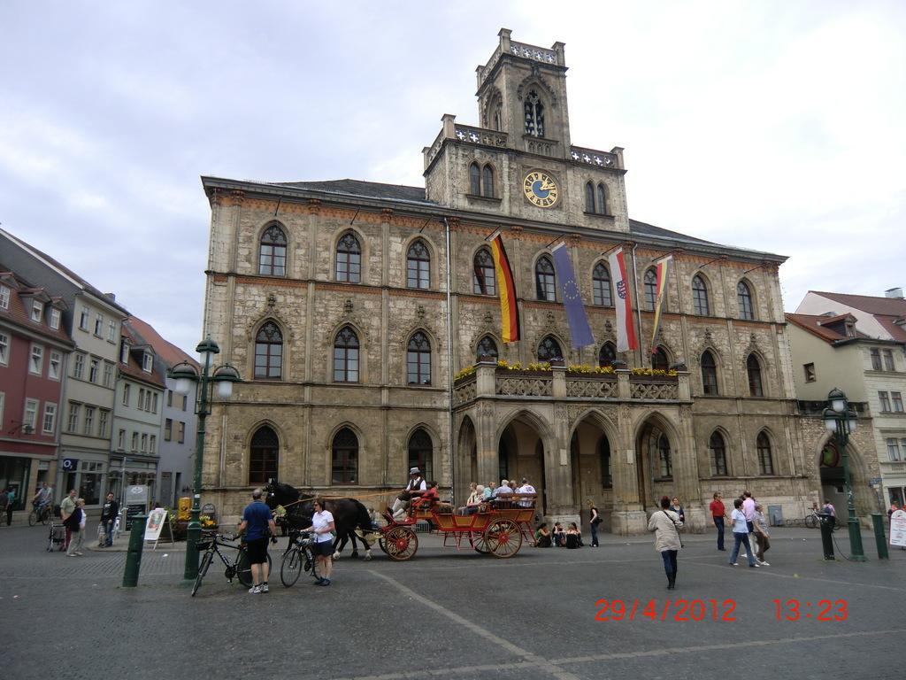 Rathaus und Fiaker in Weimar