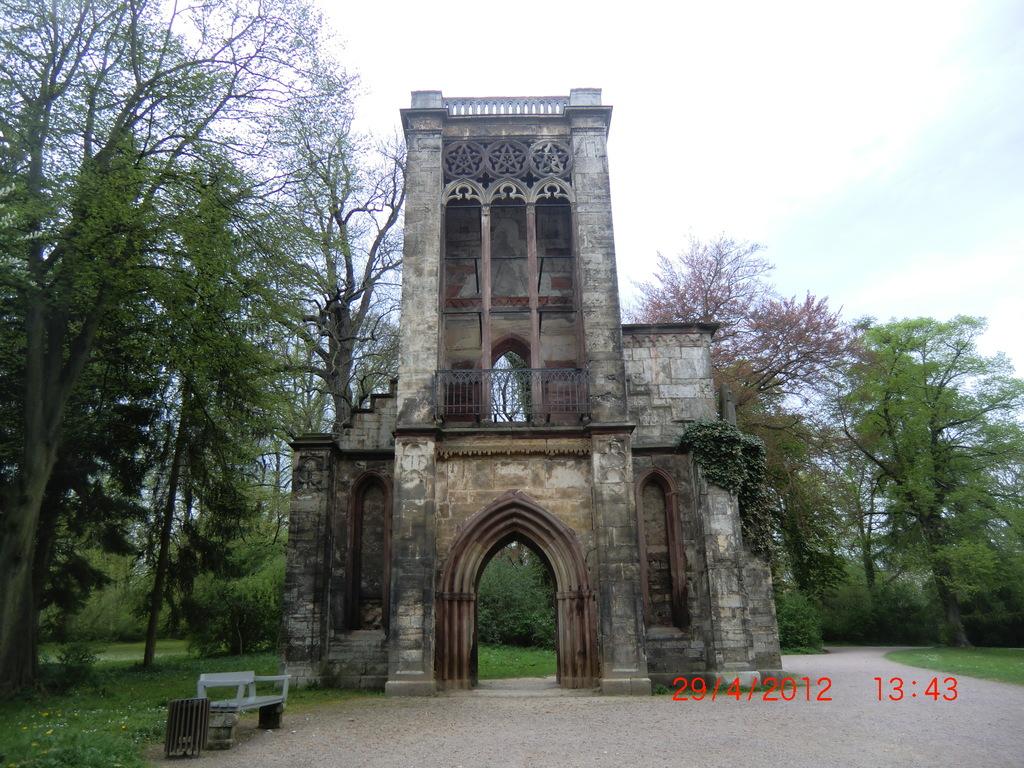 Ruine Templerherrenhaus im Ilmpark
