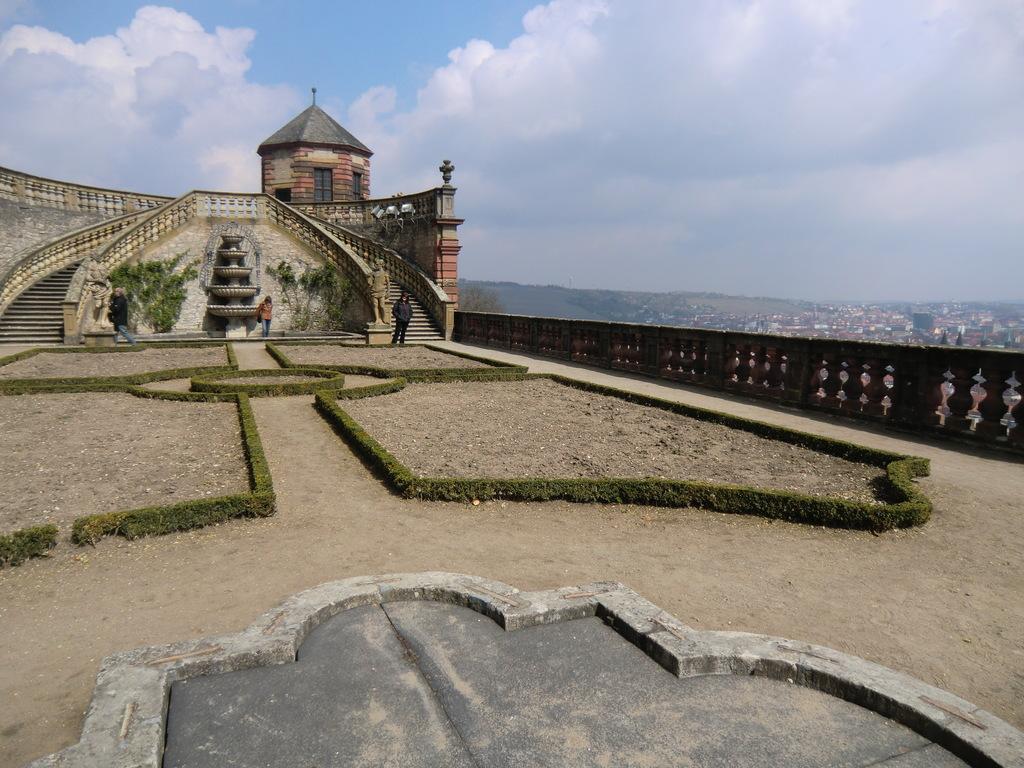 im Park der Festung