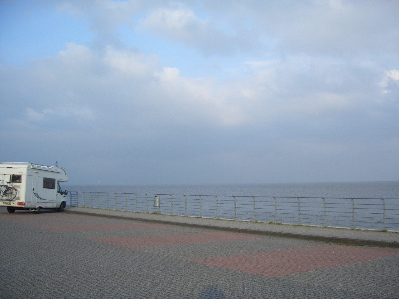 Ein anderer Stellplatz oberhalb des Meeres