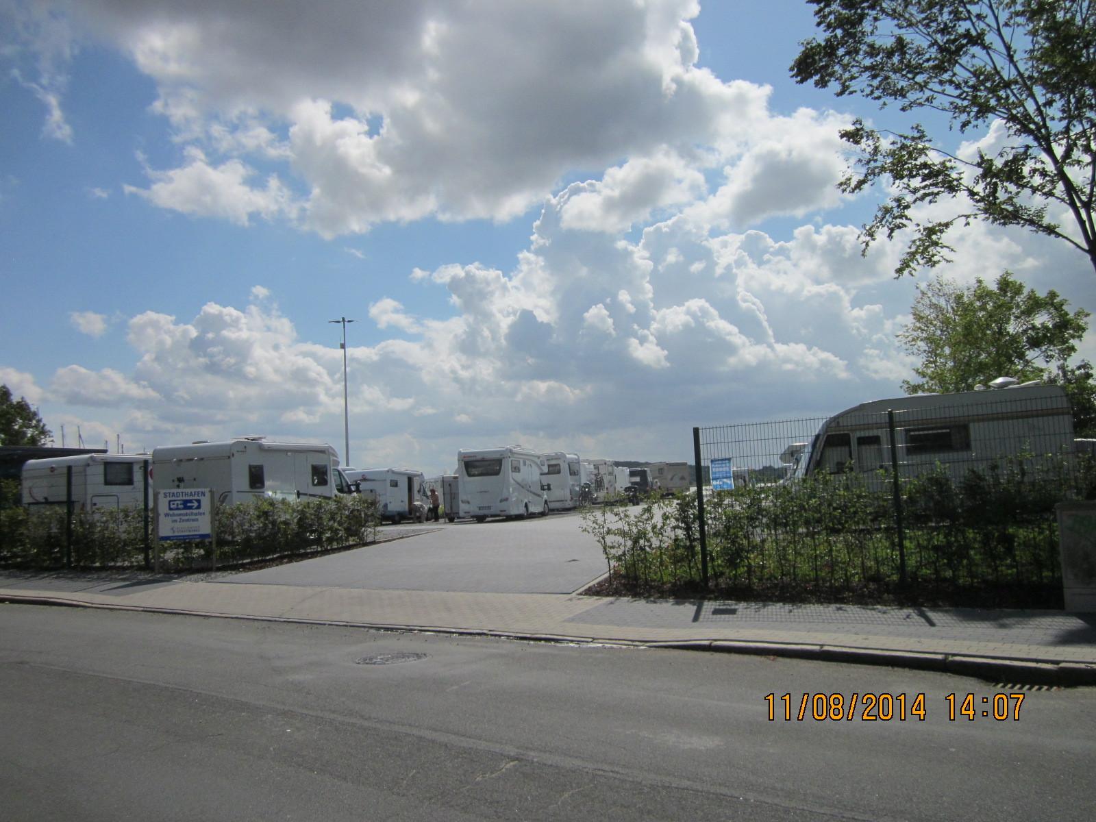 Einfahrt zum Stellplatz am Stadthafen