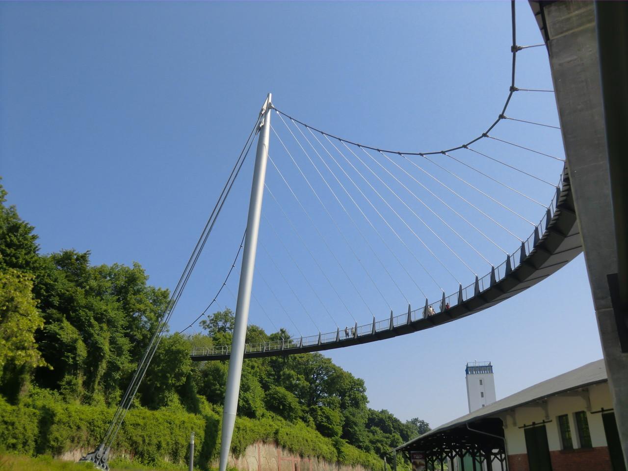 Hängebrücke zum Hafen