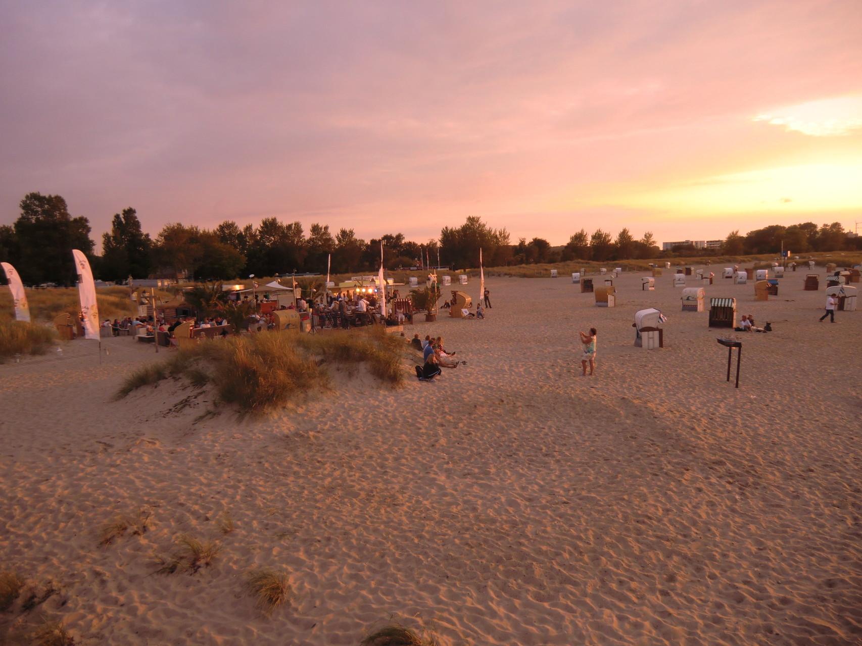 Strand im Licht der untergehenden Sonne