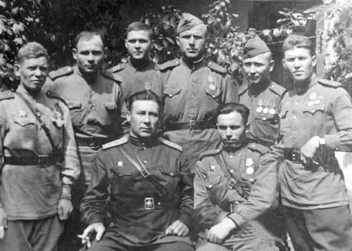 Група бійців  491 окремого мінометного полк,  які брали участь у визволенні міста Суми
