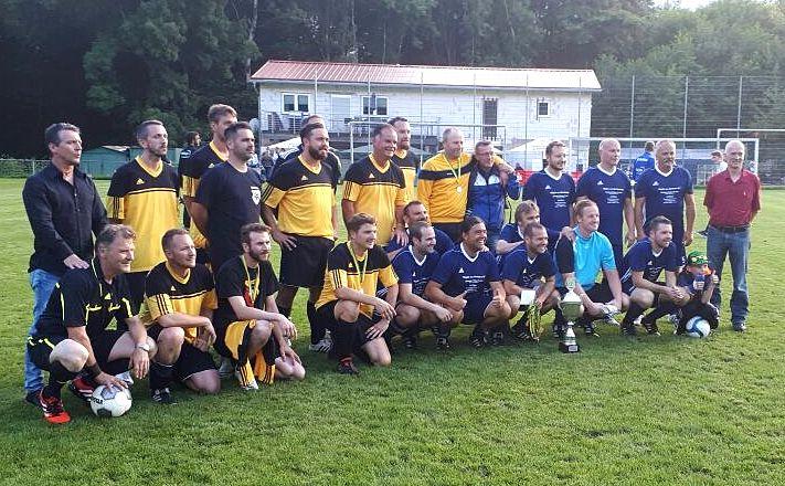 Die beiden Finalisten der diesjährigen Stadtmeisterschaft der AH. In Blau der Sieger SV Bexbach.