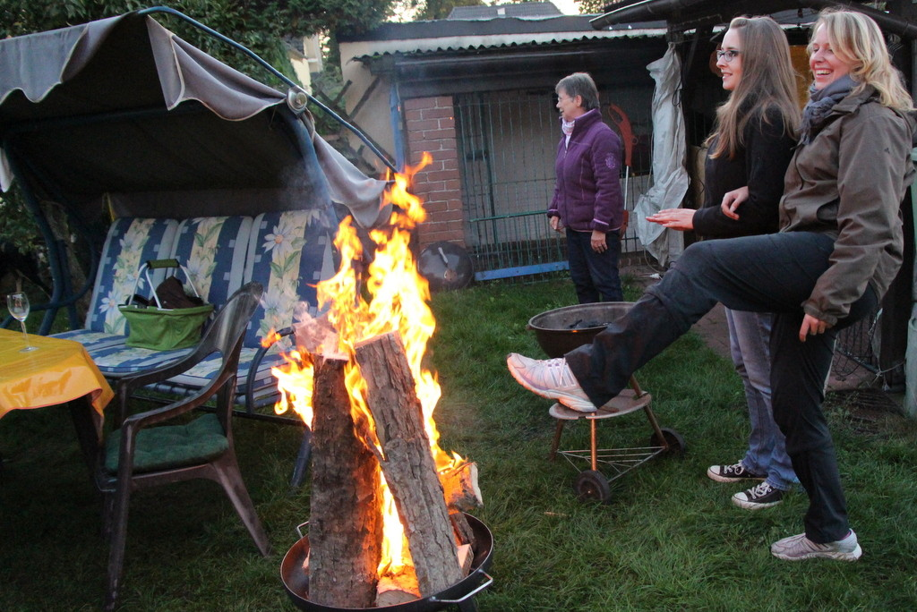 ... dann Hitze: Endlich kann Frau sich mal die Füße wärmen