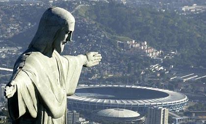 Cristo Statue und das Maracanã-Stadion in Rio de Janeiro