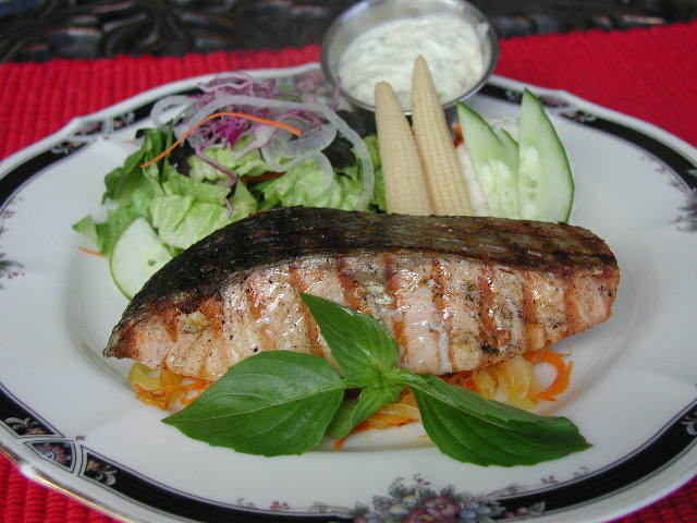 Gliled Salmon with Dill Sauce