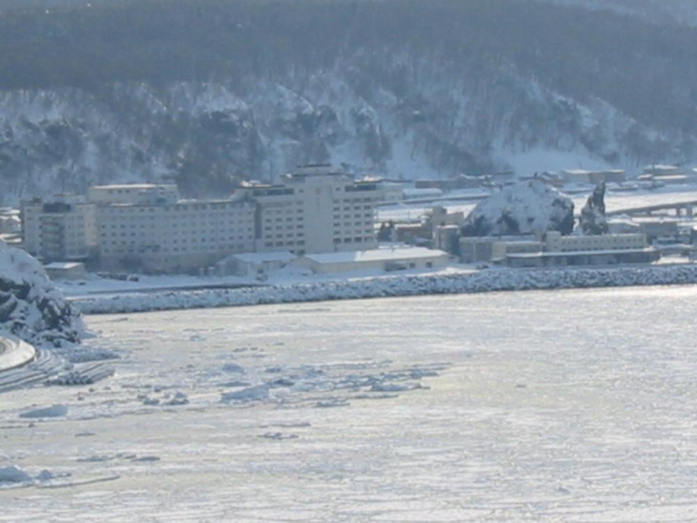 知床冬ウトロの港