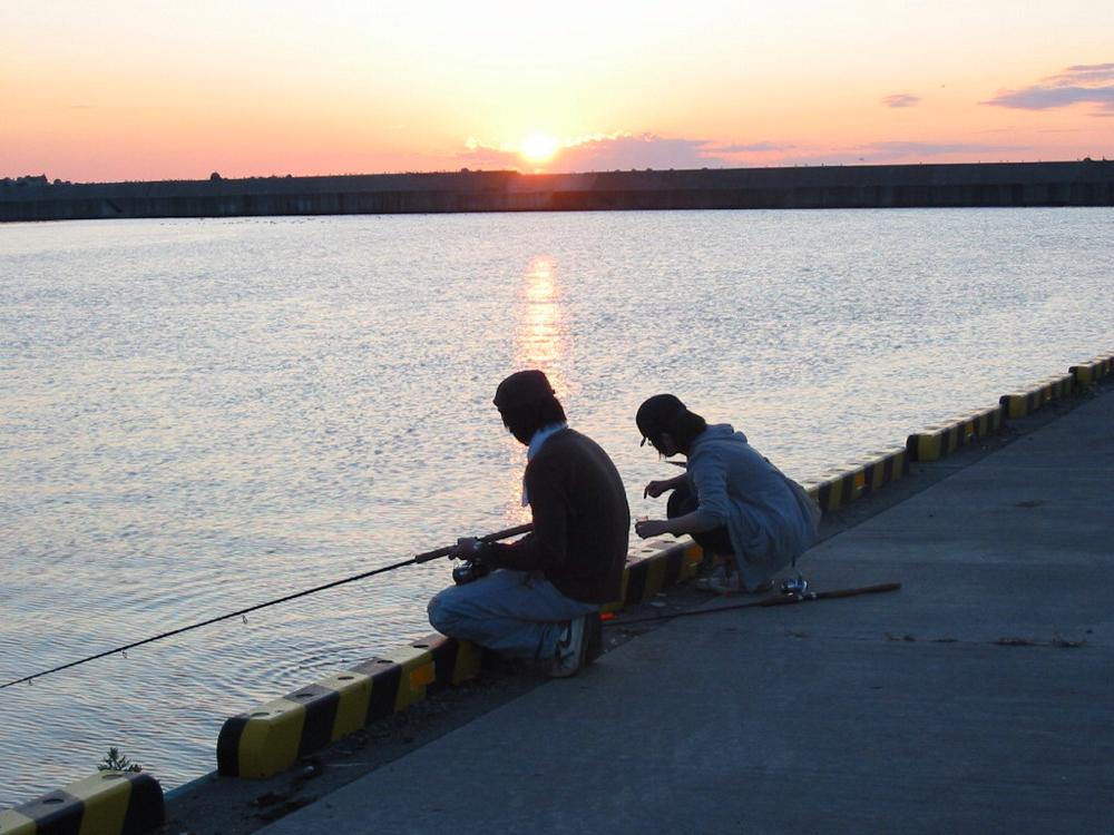 知床ウトロ漁港夕日釣れないね