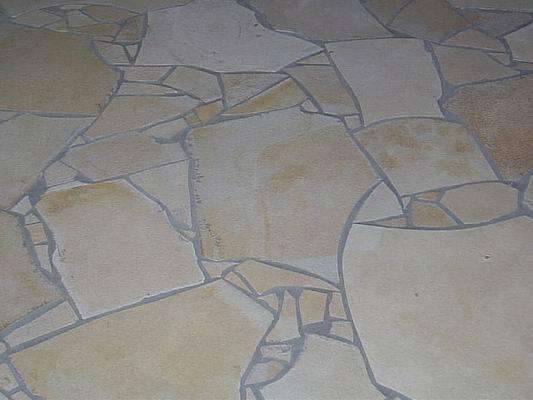 Solnhofer - Natursteinmaterial  als Bruchsteinbelag verlegt