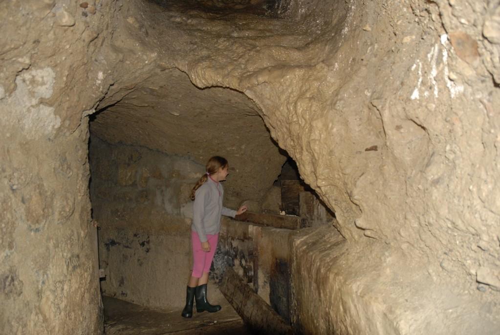 Abzweigung zum westlich verlaufenden 1562 angelegten Brunnstollen von st. Peter, der heute noch zur Wasserversorgung des Klosters dient.