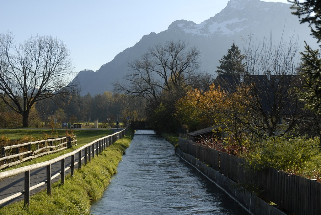 Der Untersberg dominiert die Landschaft.