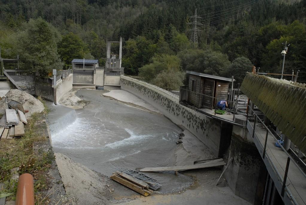 Das Wehr zum Almkanal ist geschlossen: Für drei Wochen fließt kein Wasser im Almkanal.