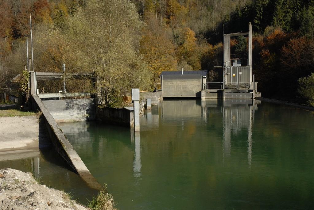 Abzweigung des Almkanals von der Königsseeache.