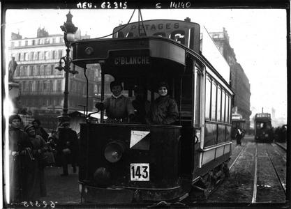 Conductrices de tramway à Bordeaux (bnf Gallica)