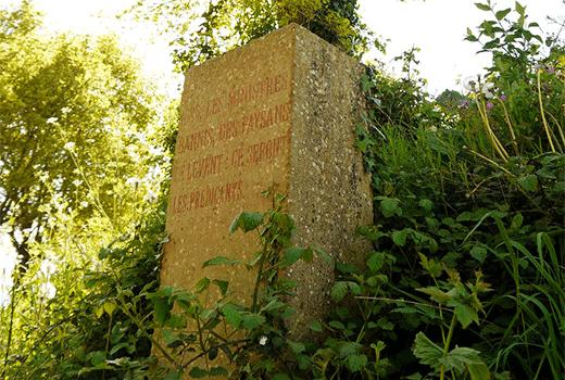 Stèle commémorative sur Sentier huguenot