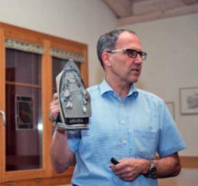 Bruno Fierz, Brandermittler bei der Kapo Zürich, zeigt ein Corpus Delicti.