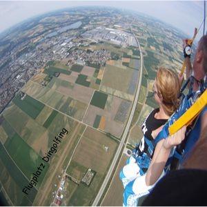 Fallschirmspringen am Flugplatz in Dingolfing
