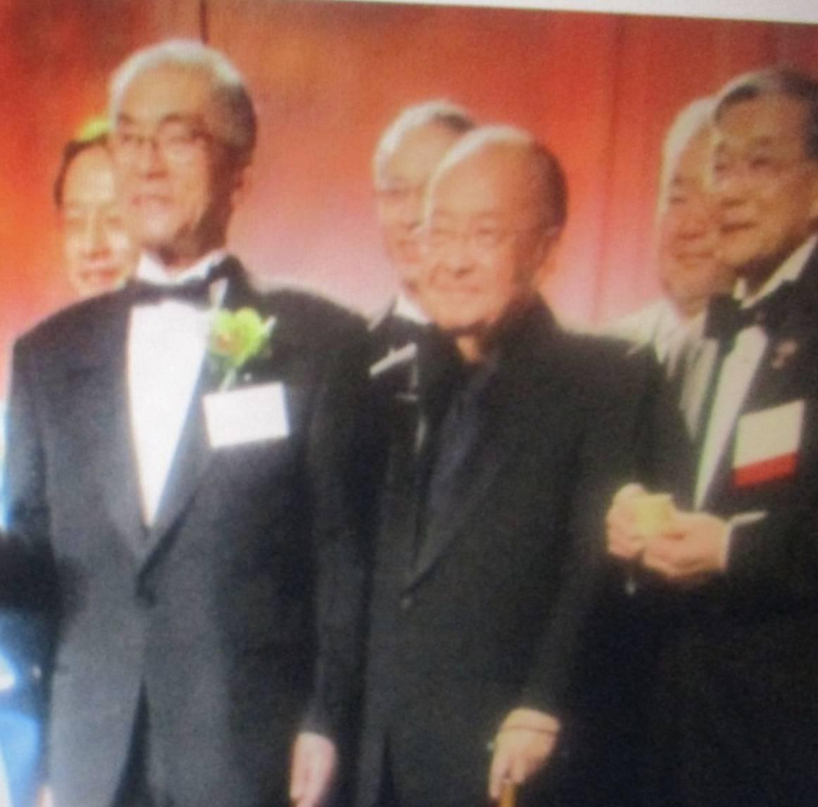 和食の父故金井会長:アメリカ全土に健康和食の「寿司・酒・ラーメン」を拡大しました。