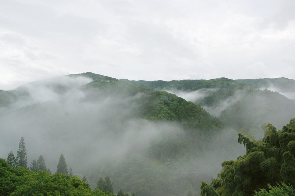 民宿より見る山並み風景 -1